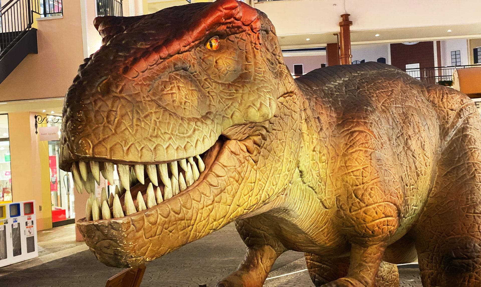 南大沢 三井アウトレットパーク に恐竜出現!