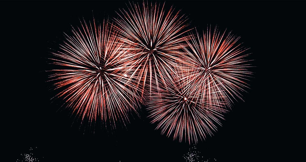 八王子市 11月15日 夜空に花火が上がる「届け明日への希望の花火」